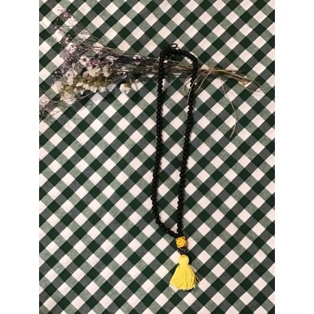Collar negro pompón amarillo